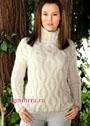 Классический белый свитер с рельефными косами и воротником-гольф. Спицы