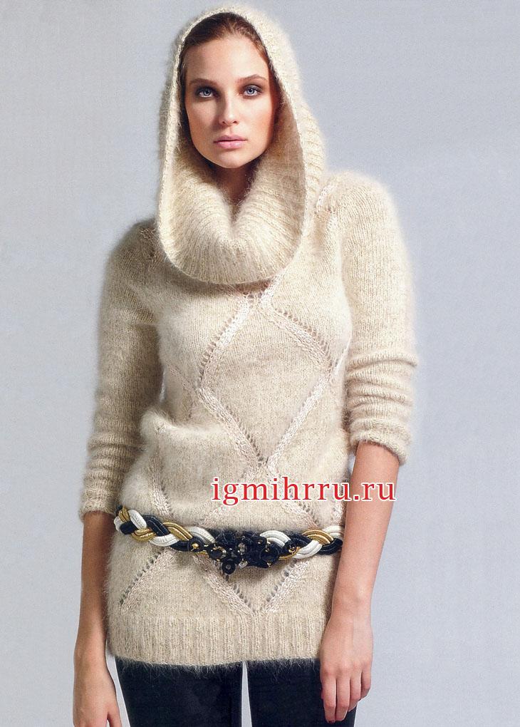 Светлый пушистый свитер с воротником-капюшоном. Вязание спицами