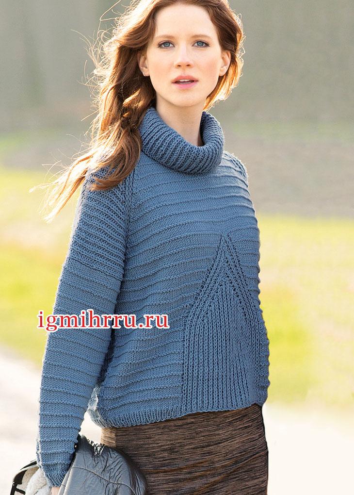 Синий свитер со вставками из патентной резинки. Вязание спицами