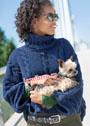 Синий шерстяной свитер с косами и цельновязаными рукавами. Спицы