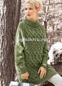 Удлиненный оливковый свитер с узором из кос. Спицы