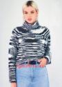 Теплый свитер-реглан из пряжи секционного крашения. Спицы