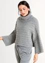Укороченный серый свитер с высоким воротником гольф. Спицы