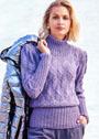 Сиреневый свитер с рельефными узорами из кос. Спицы