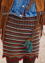 Разноцветная юбка с узором со спущенными петлями и зубчатым низом, связанная вкруговую. Спицы
