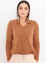 Элегантный пуловер с изящными переплетениями у горловины. Спицы